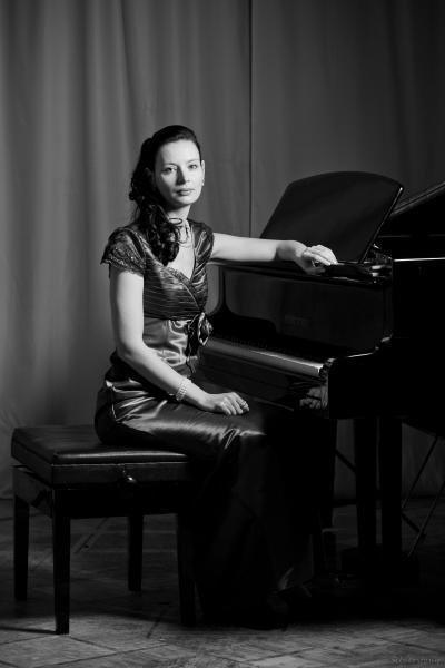 Резюме - концертмейстер, инструменталист - исполнитель,  преподаватель по классу фортепиано, артист камерного ансамбля.